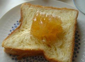 Comb Honeyと食パン